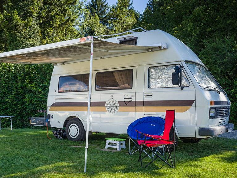 Campervan auf Stellplatz 7